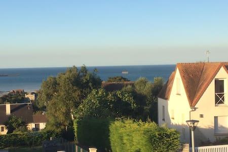 Chambre vue sur mer Arromanches les Bains - Arromanches-les-Bains - Дом