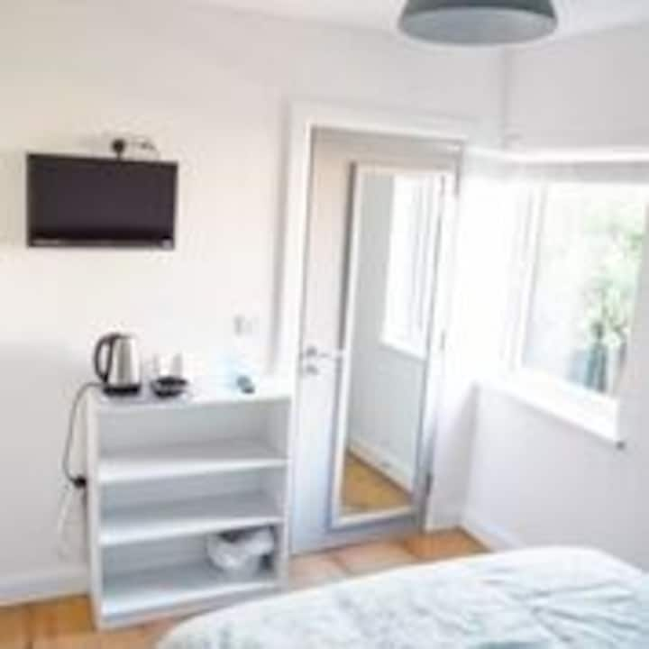 Maybrook House airbnb room 3C single bed