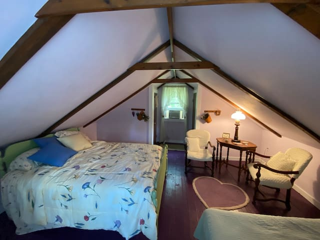 Loft bedroom which has a full bed plus a single which can be converted to a king bed.