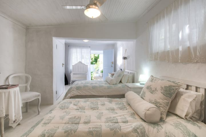 The Lady Grace - Twin Room