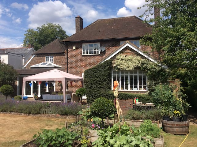 B&B - Private guest house in lovely Hants village