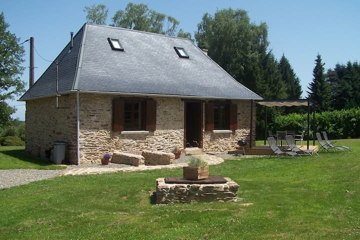 Romantic 300 year old cosy Perigourdine Cottage