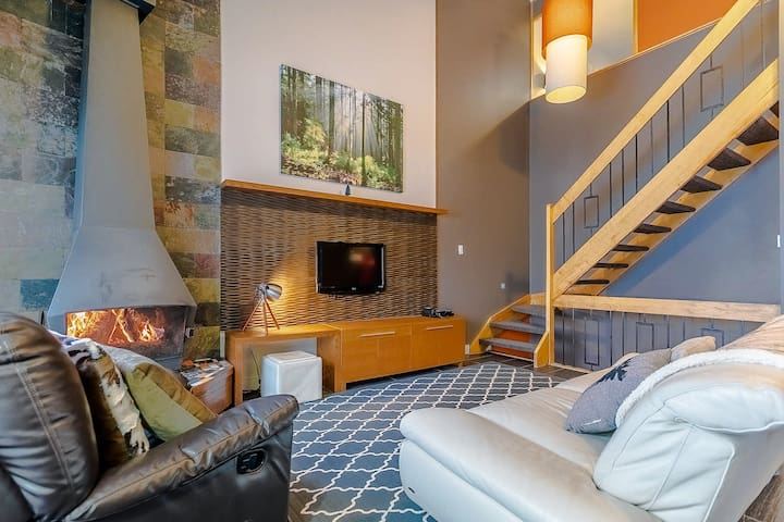 ❄ Down the mountain ❄ Roomy condo over 3 floors!