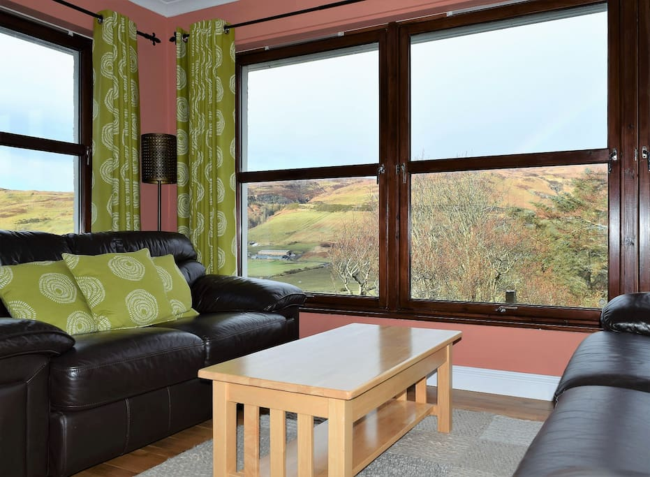 Sitting area to the front of the cottage, overlooking Glen Drynoch