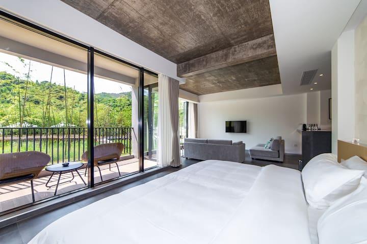 石-竹景阳台大床房