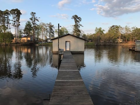 Beautiful lakefront home with private fishing pier