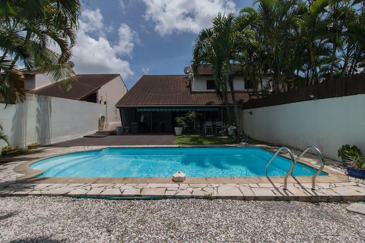 Villa privee avec grande piscine, 300m de la plage
