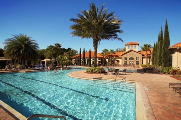 Near Disney w POOL 3BR/2BA Tuscany-style -Sleeps 8