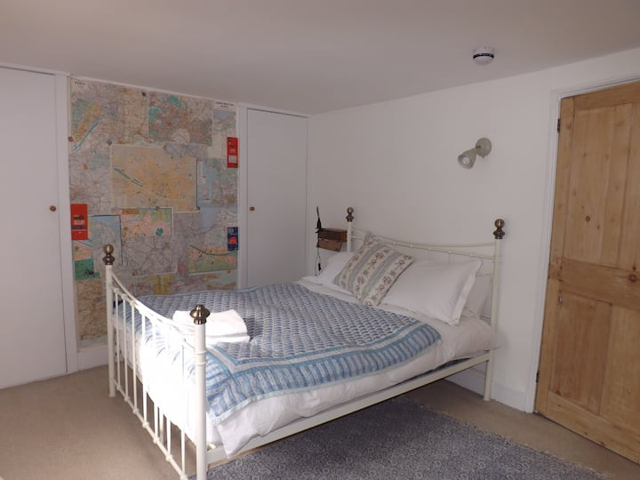 Charming 2 bed flat close to the centre of Lewes