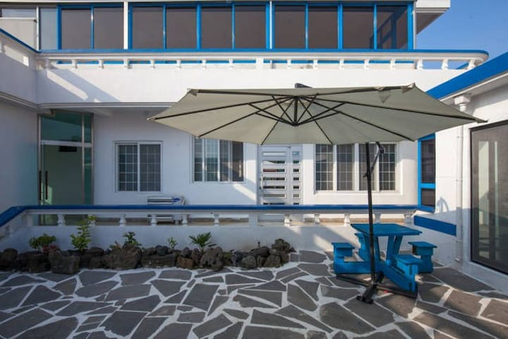 Santorini Guesthouse couple room (2인실) - Seongsan-eup, Seogwipo-si