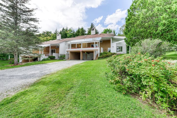 Cozy, family-friendly home w/ an updated kitchen - near hiking & skiing!