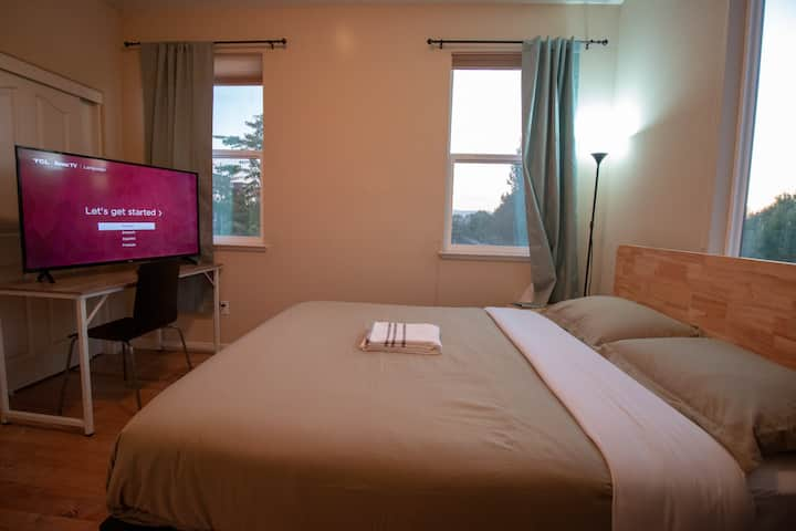 Room 30 Private Room with Queen Bed and 50'' 4k TV