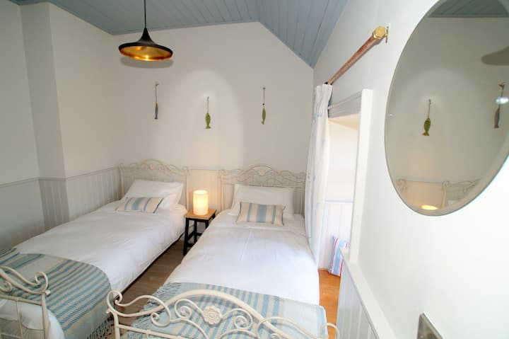 The Sea House, right by the ocean, Dungloe