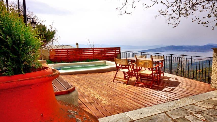 Παραδοσιακό πετρόχτιστο σπίτι με υδρομασάζ και θέα - Agios Georgios Nilias - Villa