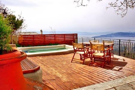 Παραδοσιακό πετρόχτιστο σπίτι με υδρομασάζ και θέα - Agios Georgios Nilias - Vila