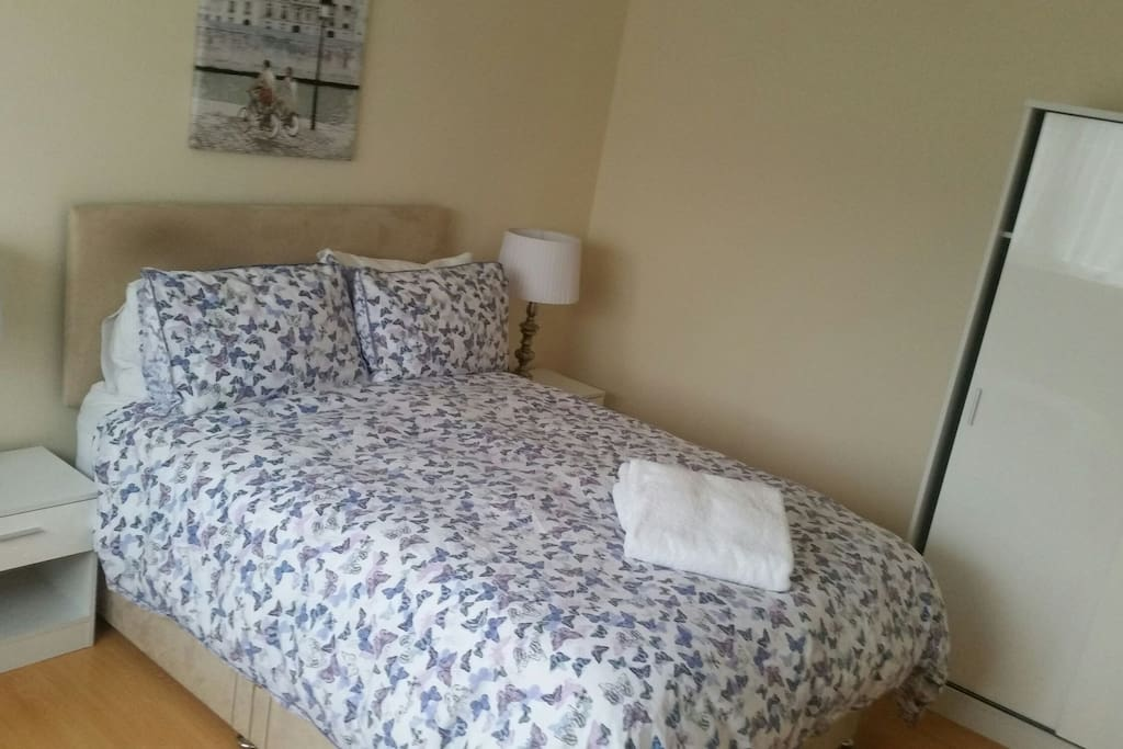 Room To Rent In Bowerhill