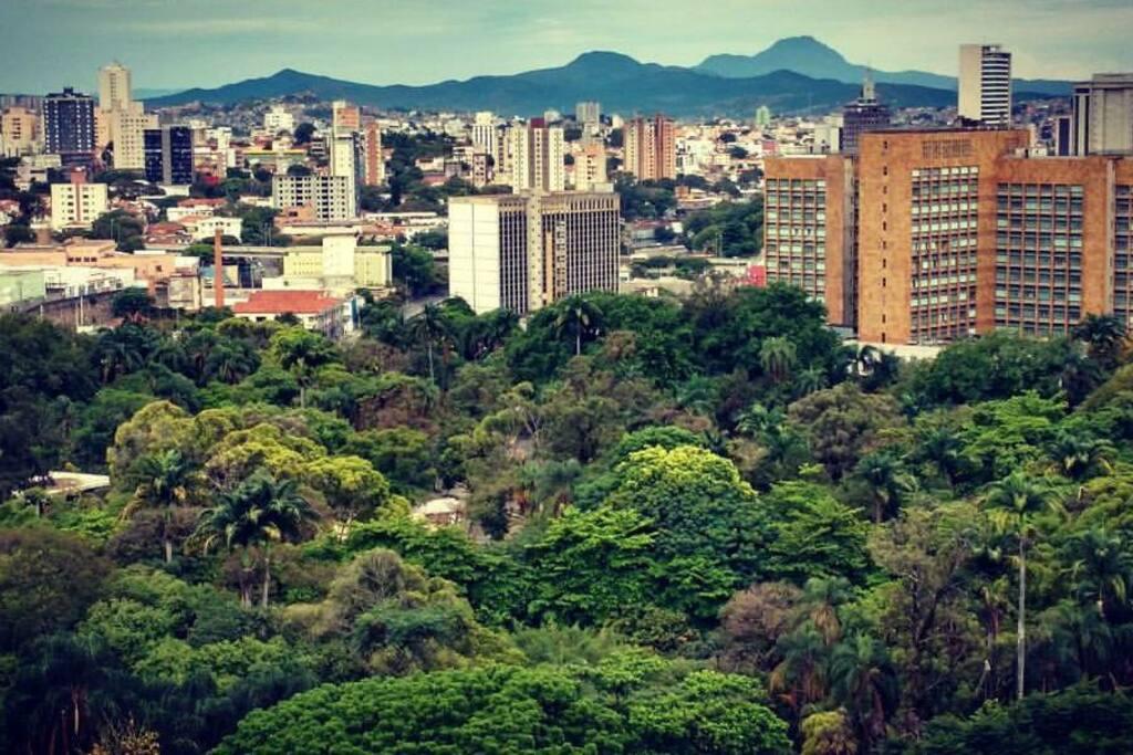 Vista do Parque Municipal com a Serra da Piedade ao fundo