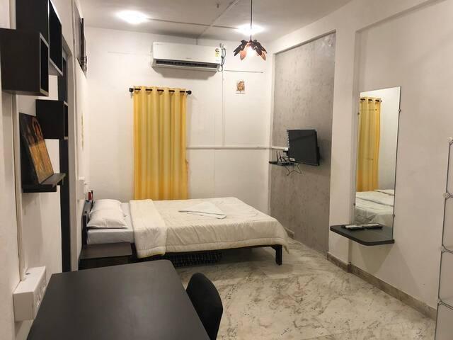 private studio near osho ashram kp