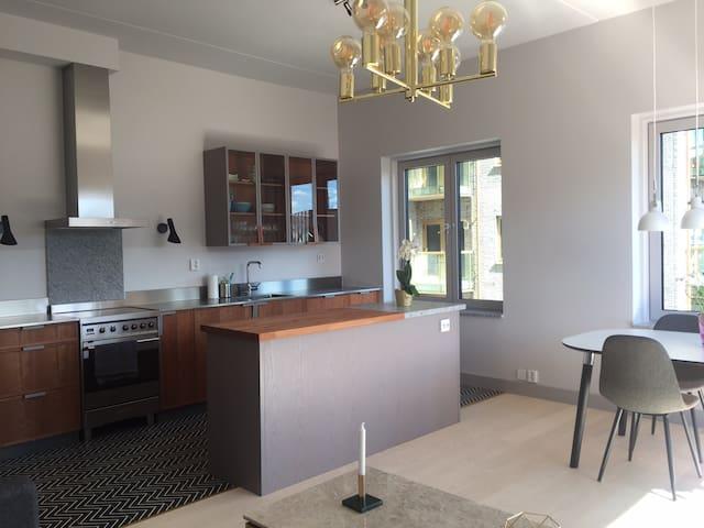 Modern 2-room apartment near central Sthlm & water