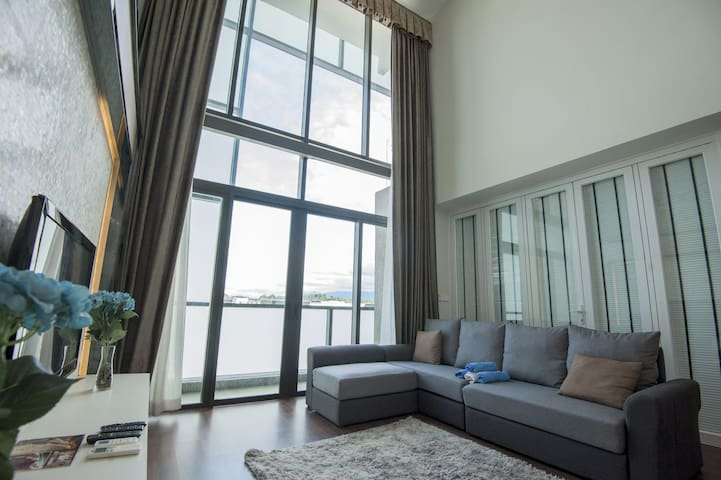 Xing Chen Luxury Duplex Seaview