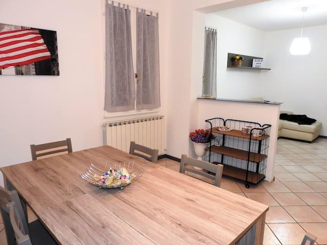 Nuovo appartamento 5 posti in centro