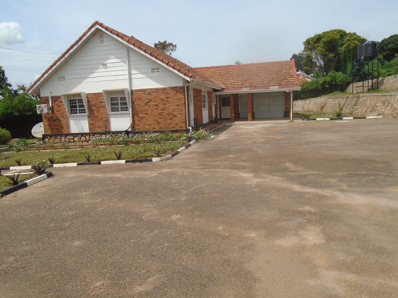 Nice, Specious and Serene residential house with a Lake view for travel comfort
