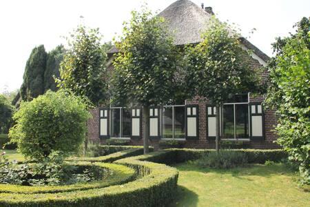 Boerderij met zwembad (uur rijden vanaf Amsterdam) - Hierden - Willa