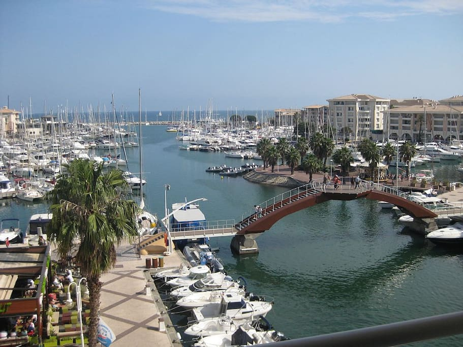 Port Frejus à 80 m de l'appartement