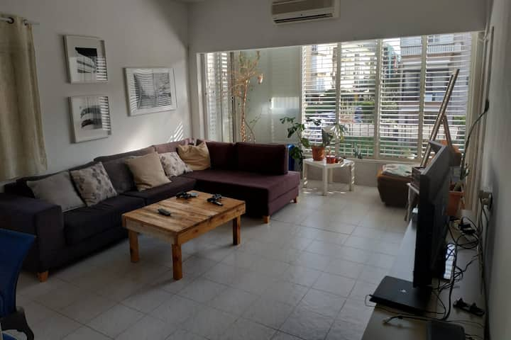 Beautiful 2 Bedrooms Apartment Excellent Location