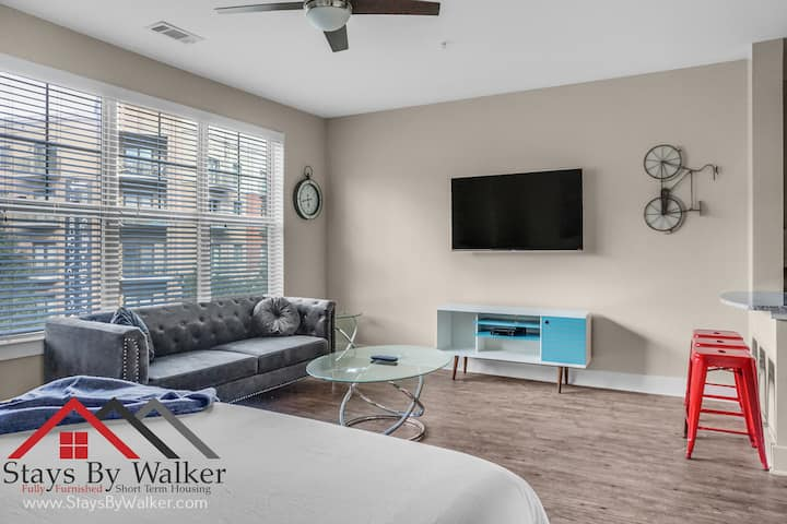 ❤️ King Bed ★ SouthPark Studio Condo ★ Cable/Pool/Gym  (579 SqFt)