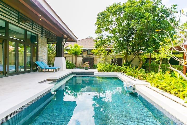 私人泳池别墅(四室),公主郡二期别墅、近亚龙湾海滩、百花谷、亚泰商业中心