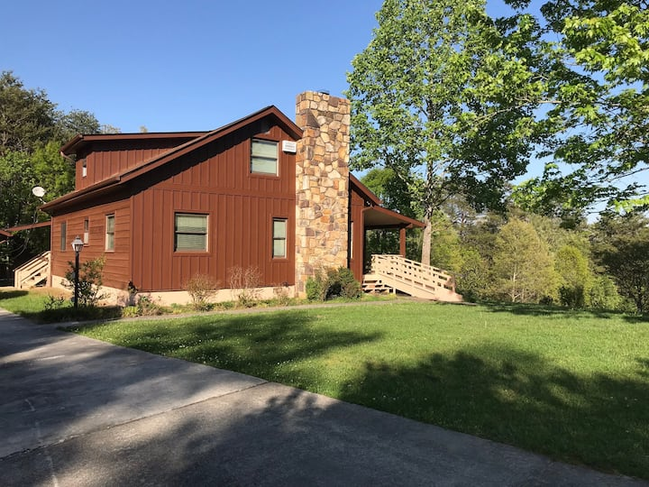 Pleasant View Cabin on Lee Clean & Sanitized