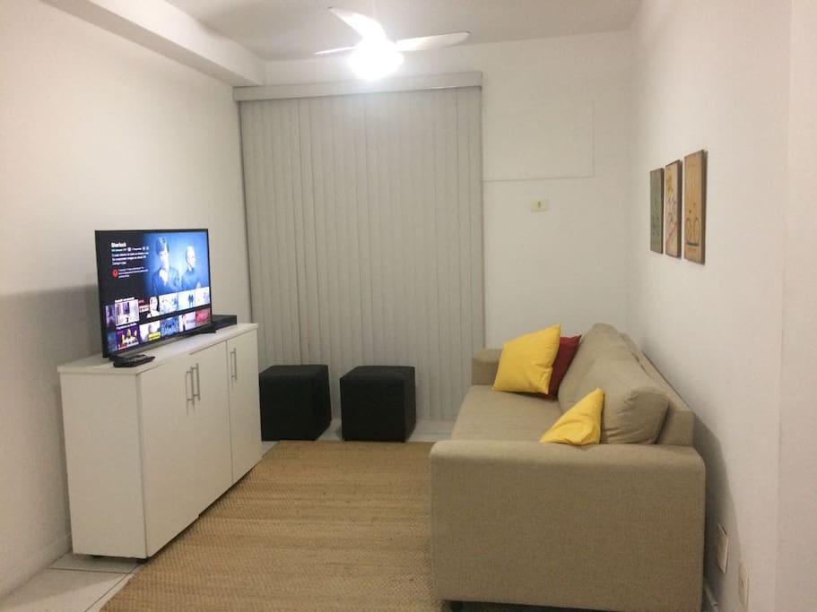 Sala de Estar com Smart Tv e Sacada