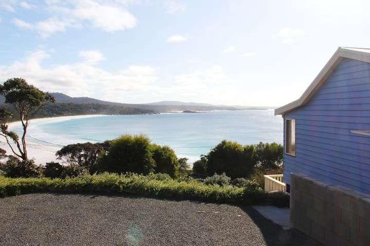 Bella Costa overlooking Binalong Bay Beach