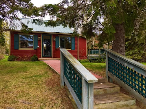 Lake Superior's Cranberry River Cottage- The Raven