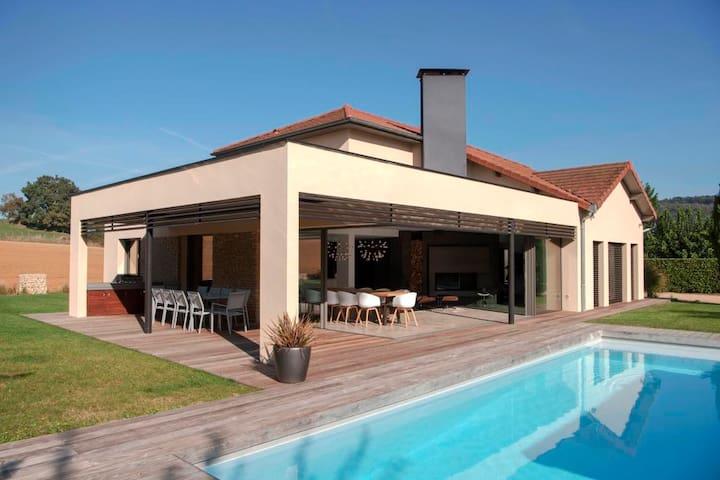 Maison contemporaine atypique proche Lyon - Chozeau - Hus