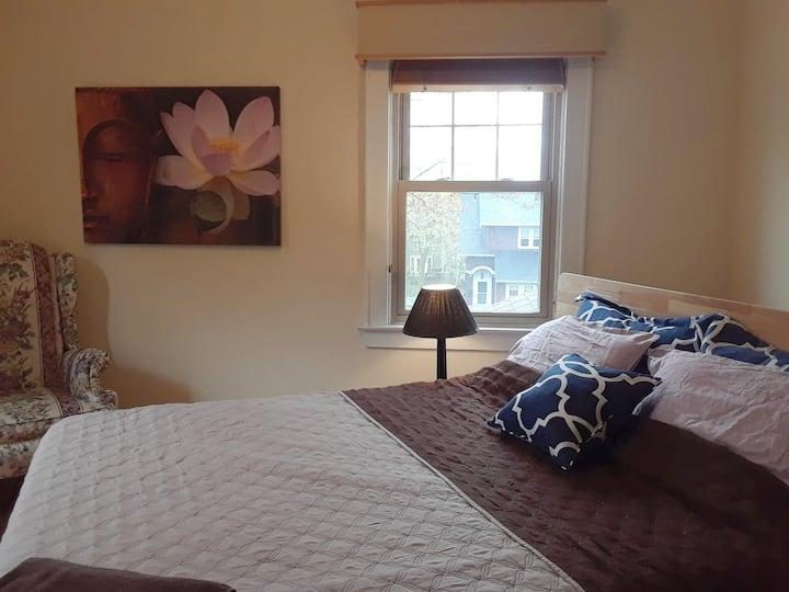 Beautiful private room in Syracuse vegan house