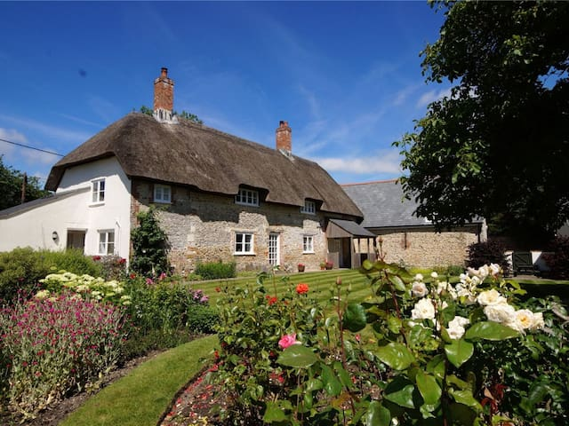 Delightful Thatched House, Beautifully Restored.