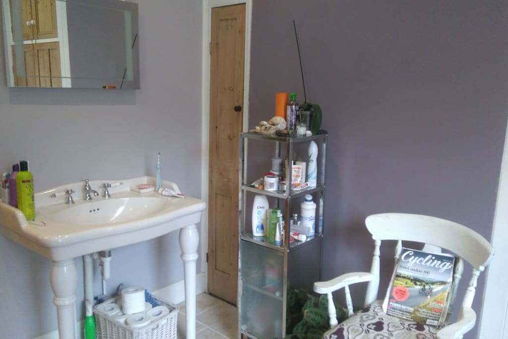 Sunny friendly close to town houses for rent in for M bathrooms nottingham