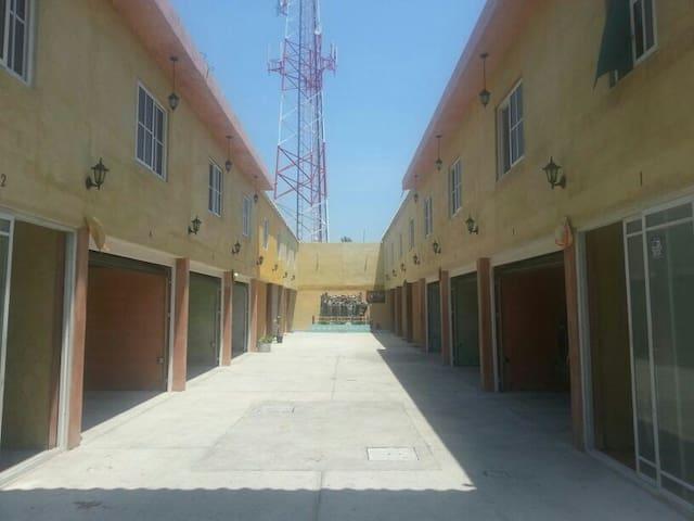 Hotel con 16 habitaciones - Monterrico - Apartment