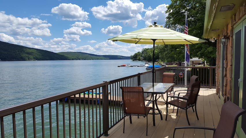 Lakefront 3 Br with Waterfront Deck (30 night min)
