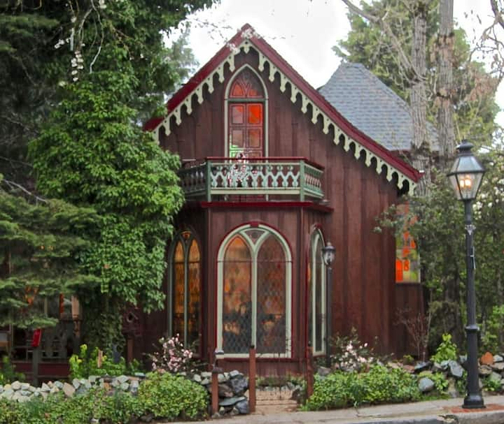 Enchanting Victorian Cottage - Two Room Inn