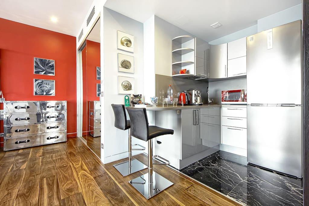 Sky studio: kitchen