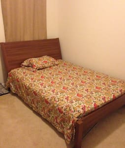 Independent Semi/Fully Furnished Economical Rooms - Ashburn - Radhus
