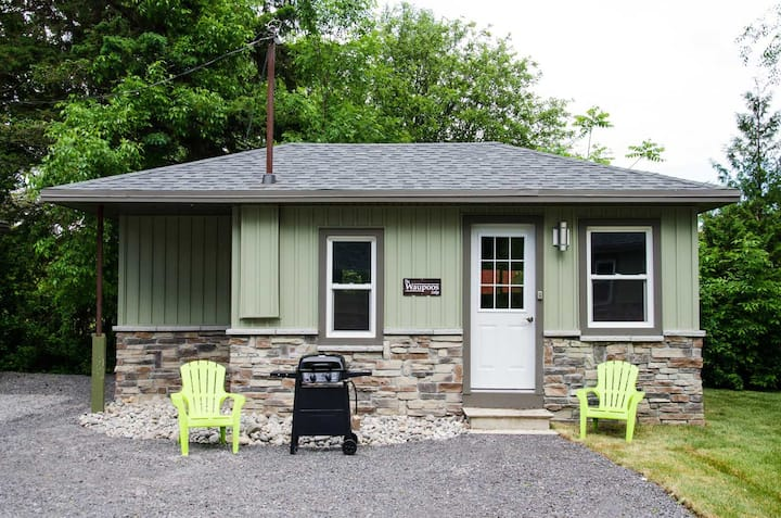 The Waupoos - Family friendly West Lake Cottages shared waterfront