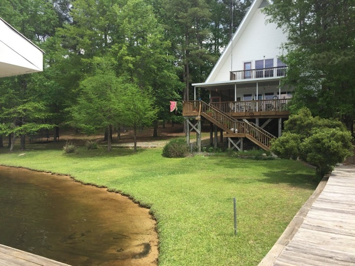 The Blind Hog Lodge at Caney Lake