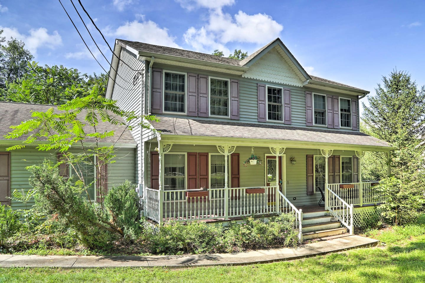 This vacation rental home has 4 bedrooms, 3 bathrooms, and room for 14!