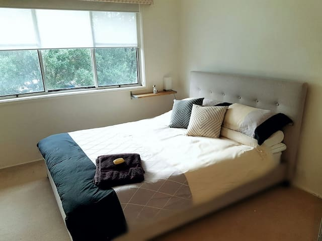 Large Room - in quiet street - Baulkham Hills