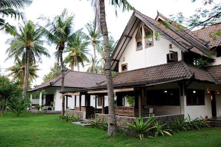3 Bedroom House Gili Trawangan 'Rumah Marcus' - North Lombok Regency - บ้าน