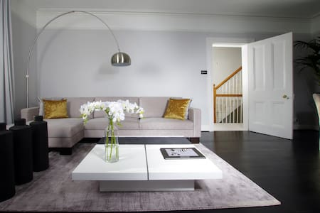 Private suite in contemporary apartment - Chislehurst - Apartamento